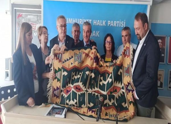 Çiğli Belediye Başkanı Utku Gümürkçü'den Kırtasiye Yardımı...