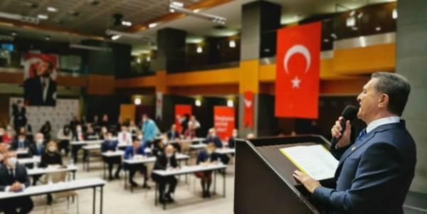 Türkiye Değişim Partisi (TDP) Genel Başkanı Mustafa Sarıgül, parti kurucuları ile bir araya geldi.