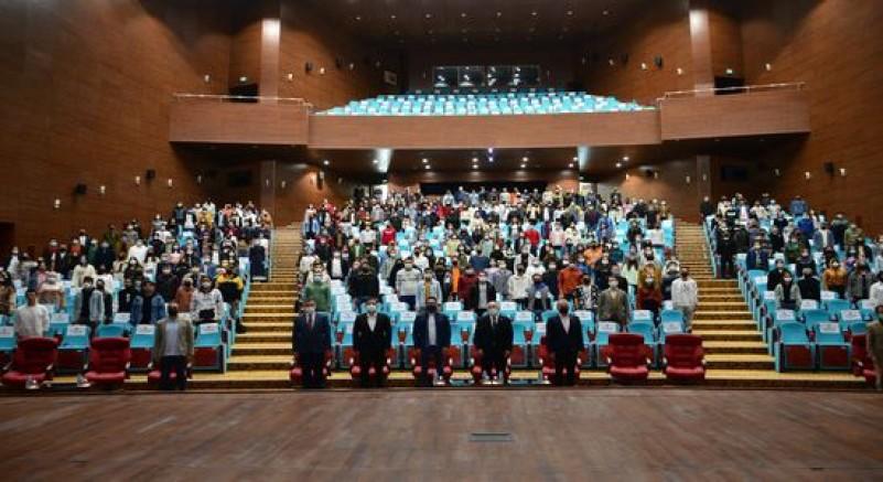 Uşak Üniversitesinde Yeni Kayıt Yaptıran Öğrencilere Yönelik Oryantasyon Programı Gerçekleştirildi